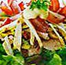 Salad ayam dengan anggur dan pistachio